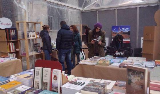 I Colori Del Libro Bagno Vignoni : Incontri d autore e mostra mercato a bagno vignoni con u ci colori